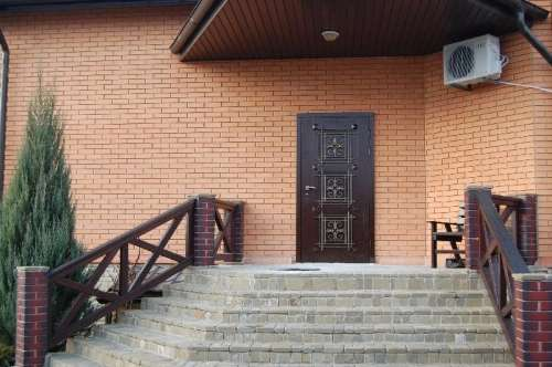 Входные двери с ковкой