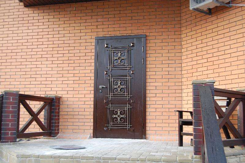 купить недорого с установкой входные двери уличные в городе каховка