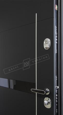 Дверь бронированная черного цвета